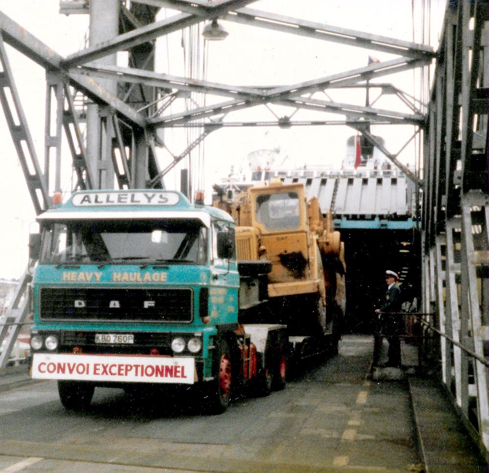 Heavy Haulage ship unloading