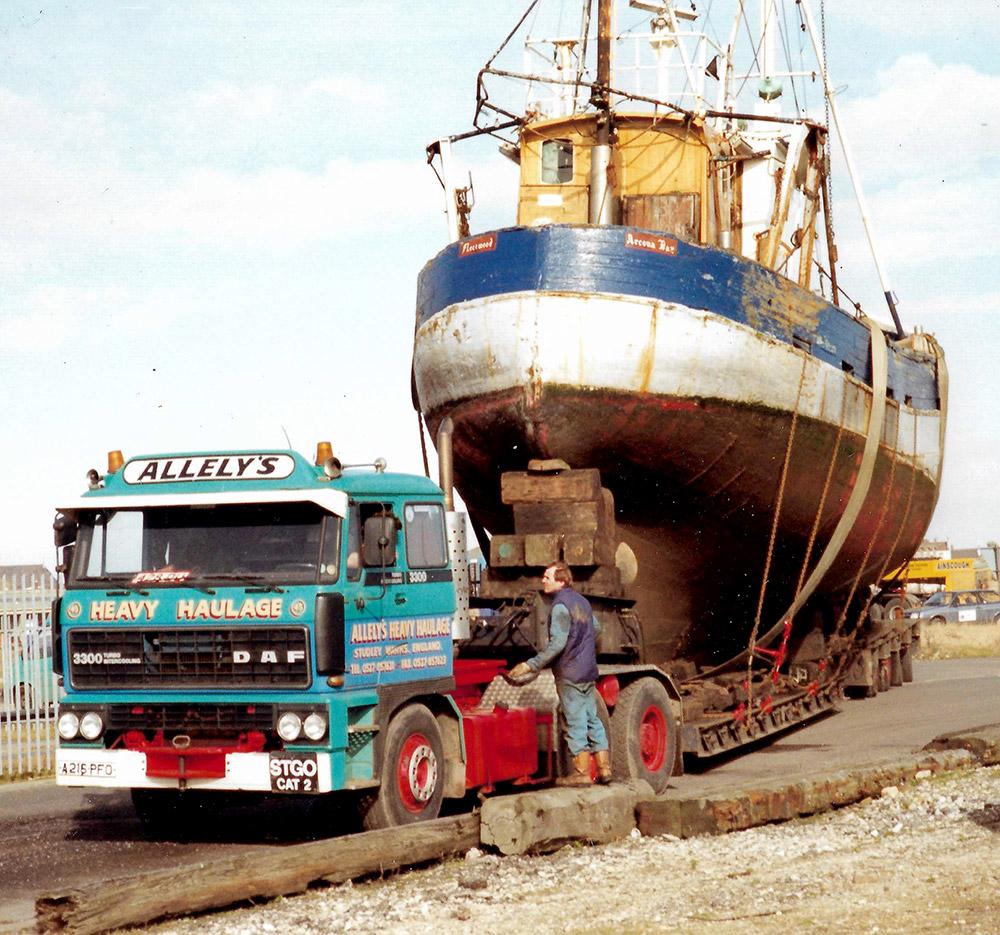 Heavy haulage - boat moving