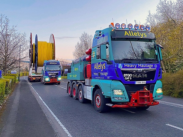 Specialist transport of oil and gas reels