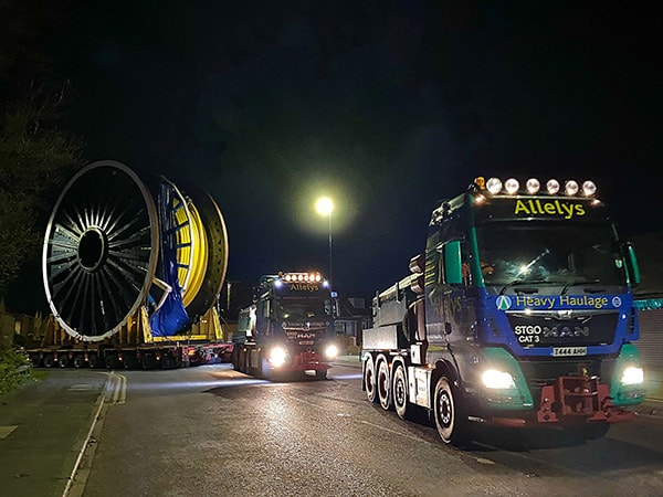 Abnormal load transport of oil and gas reels