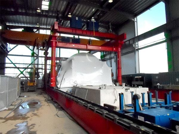 Hydraulic lifting gantry